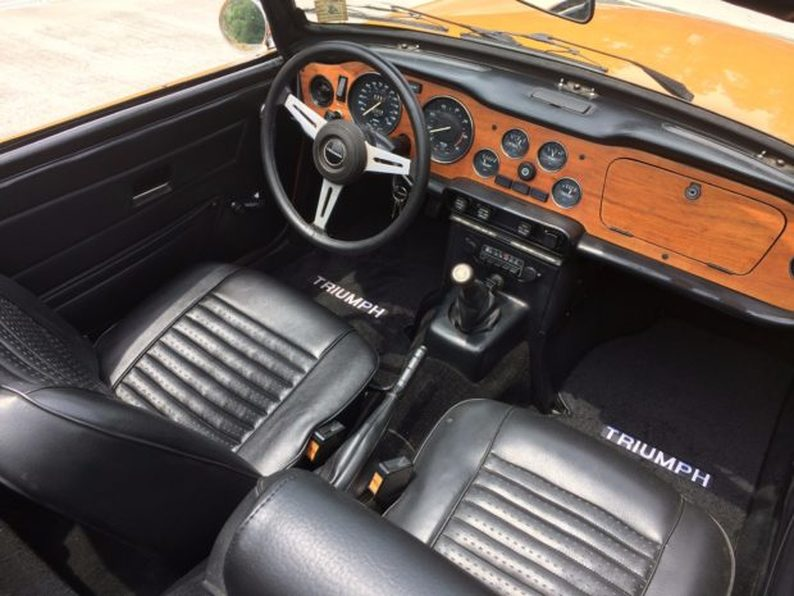 1975 Triumph TR6 Dashboard interior
